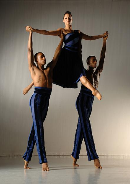 ailey-ii-in-troy-powells-the-external-knot-photo-by-eduardo-patino